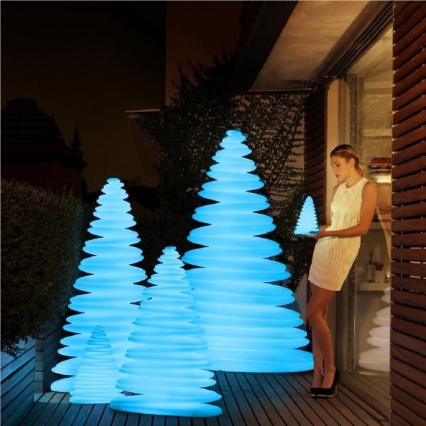 Op TuinenGroen is alles over gadgets te vinden: waaronder verlichte bloempotten en specifiek Vondom CHRISMY RGB LED Verlicht
