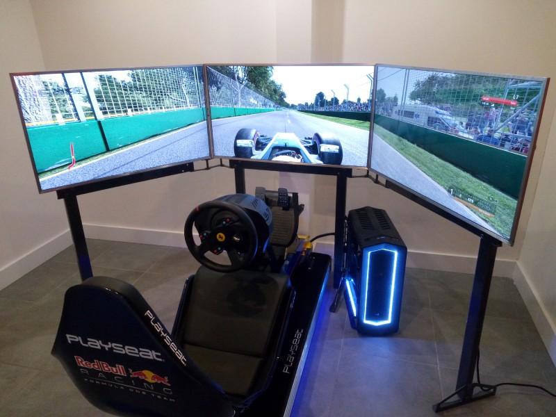 Playseat® F1 Rood 3 Monitoren bundel