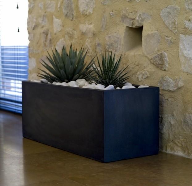 Veel toegepast formaat van een strakke, tijdloze plantenbak. met voldoende ruimte om grote planten en kleine ...